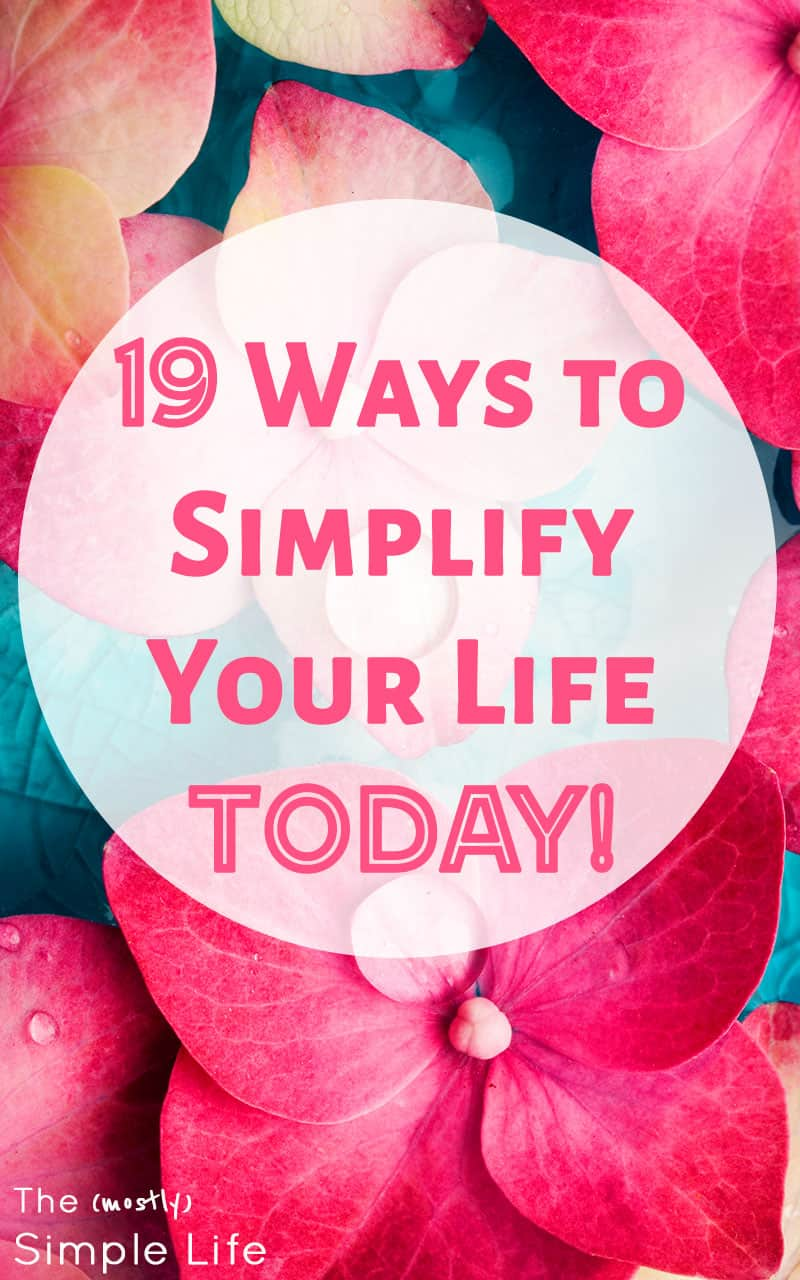 Practical ways to simplify your life: so that you can declutter, unplug, and enjoy more quality time with your family. These can all be done in 30 minutes or less! O, and a free printable! #simplify #simplelife #30minutes