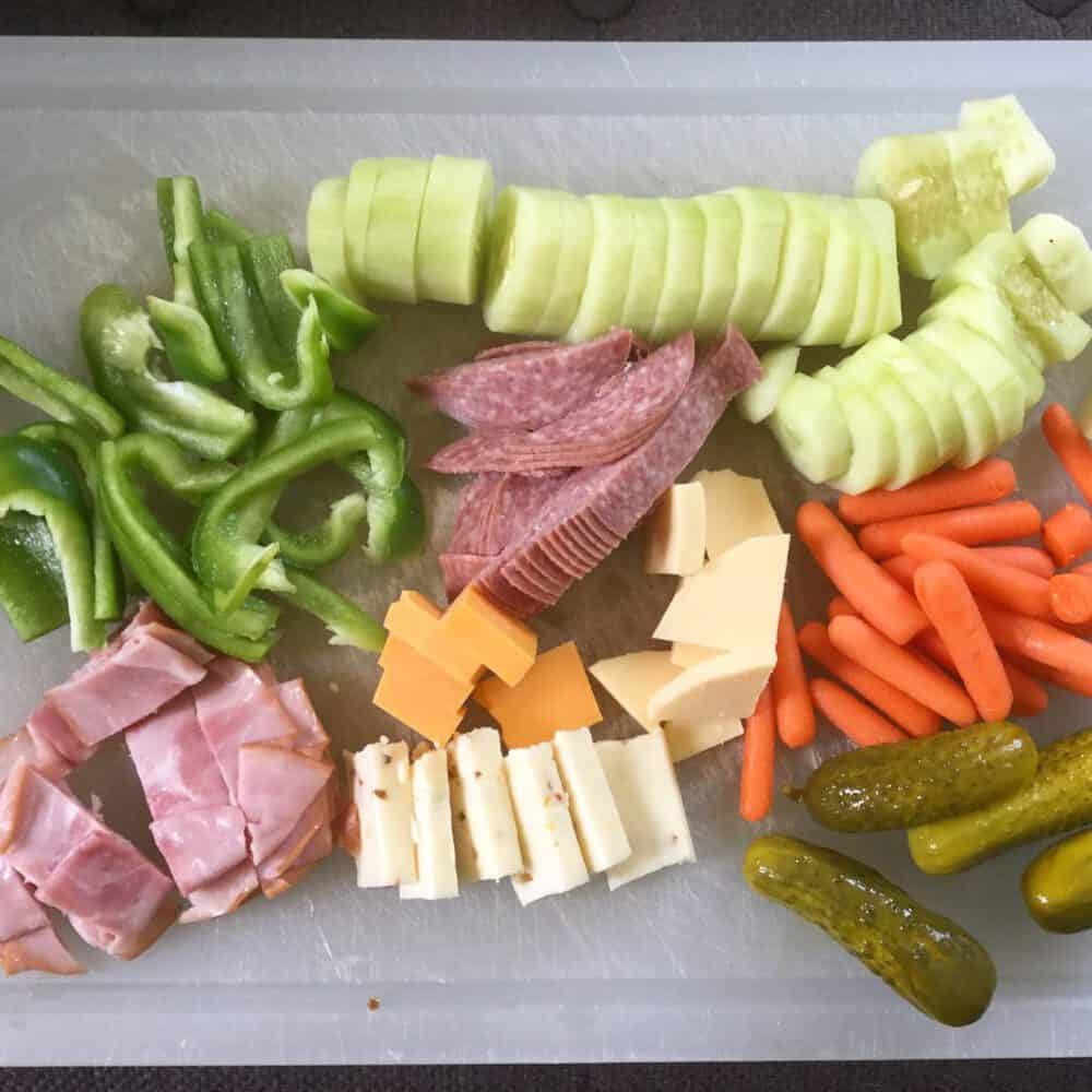 The Easiest Way to Eat Healthy on a Budget: Read this post to see the #1 easiest way to eat healthy. If you're trying to eat healthy, this could help you out a ton. Click through to read the 'secret'!