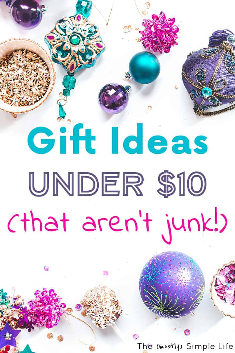 Tons of gift ideas under $10! These work for men or women, secret santa gifts, gifts for friends or kids. Some are homemade or DIY. A bunch you can buy last minute off Amazon. #under10 #giftsunder10 #Christmas #Christmasgifts #Christmasgiftguide #Giftsforfriends #homemadegifts #homemadegiftideas #Lastminutegifts #secretsanta #secretsantaideas #DIYChristmas #Christmasgiftguide