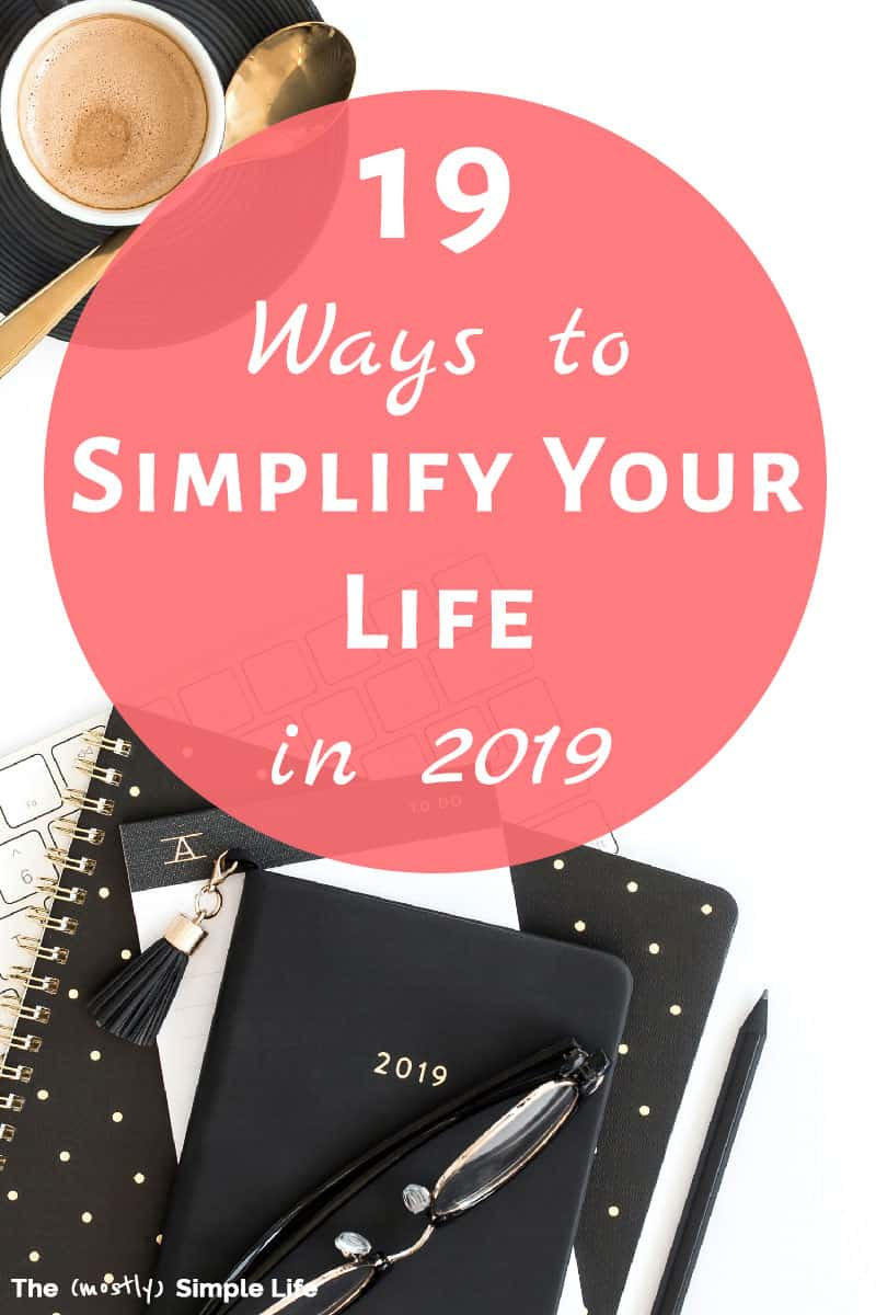 If you\'re feeling overwhelmed, check out these tips to simplify your life: ideas for money, how to declutter, meal planning, lifestyle, easy wardrobes... So much inspiration for simple living! #simpleliving #minimalist #lifegoals #goals #goalsetting #goalgetter #minimalism #simplifyyourlife #simplify